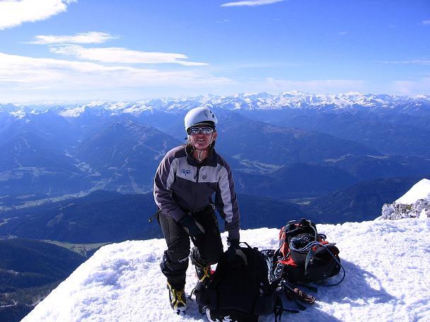 Foto: Andreas Koller / Wander Tour / Hoher Dachstein und Windlegerscharte (2996 m) / Am Dachstein-Gipfel mit Blick nach S in die Hohen Tauern / 01.10.2007 19:37:03