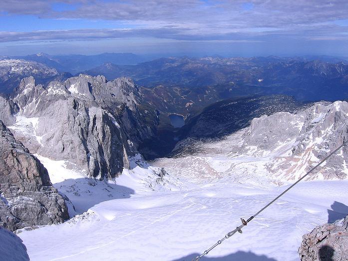 Foto: Andreas Koller / Wander Tour / Hoher Dachstein und Windlegerscharte (2996 m) / Blick vom Hohen Dachstein auf den Gosau Gletscher und die Gosau Seen / 01.10.2007 19:36:36