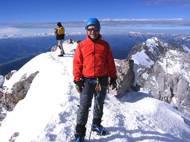 Foto: Andreas Koller / Wander Tour / Hoher Dachstein und Windlegerscharte (2996 m) / Am Dachstein-Gipfel gegen W / 01.10.2007 19:35:50