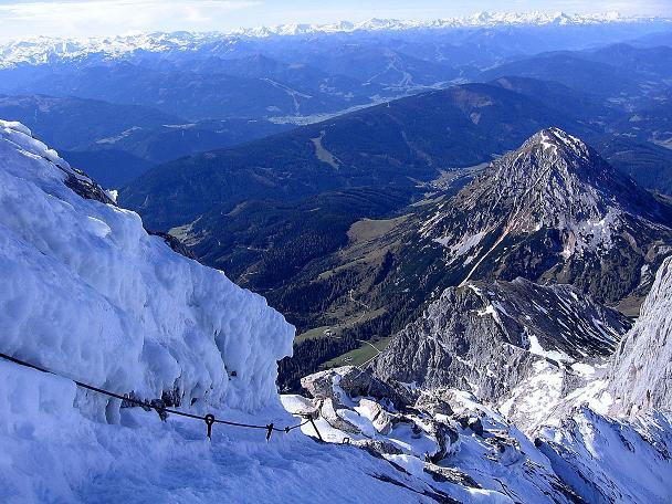 Foto: Andreas Koller / Wander Tour / Hoher Dachstein und Windlegerscharte (2996 m) / Blick den W-Grat hinab und auf den Rötelstein (2247 m) / 01.10.2007 19:34:59