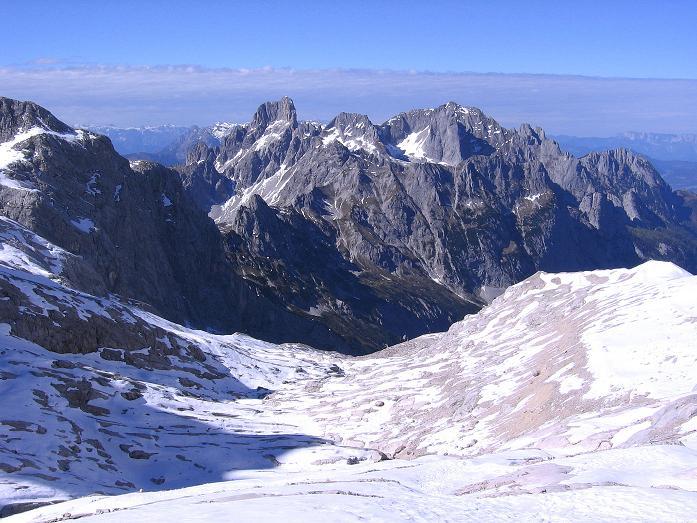 Foto: Andreas Koller / Wander Tour / Hoher Dachstein und Windlegerscharte (2996 m) / Blick vom Gosau Gletscher nach NW zur Bischofsmütze (2459 m) / 01.10.2007 19:31:05