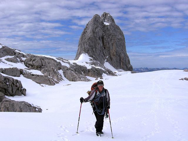 Foto: Andreas Koller / Wander Tour / Hoher Dachstein und Windlegerscharte (2996 m) / Anstieg zur Windlegerscharte mit Blick auf die Eiskarlspitze (2482 m) / 01.10.2007 19:29:11