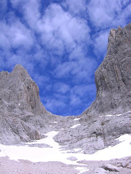 Foto: Andreas Koller / Wander Tour / Hoher Dachstein und Windlegerscharte (2996 m) / Die Windlegerscharte von S / 01.10.2007 19:27:32