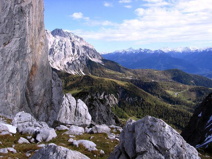 Foto: Andreas Koller / Wander Tour / Hoher Dachstein und Windlegerscharte (2996 m) / Blick vom Tor nach O  / 01.10.2007 19:26:08