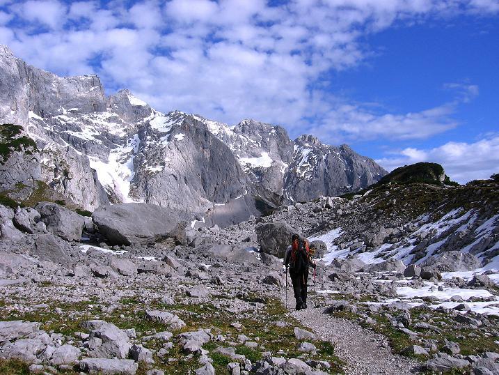 Foto: Andreas Koller / Wander Tour / Hoher Dachstein und Windlegerscharte (2996 m) / Im Torboden mit Blick nach O  / 01.10.2007 19:25:49