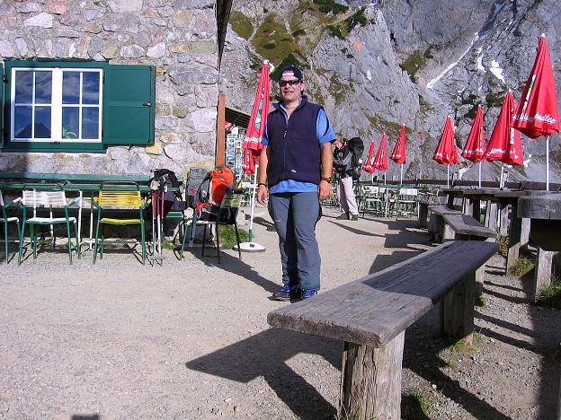 Foto: Andreas Koller / Wander Tour / Hoher Dachstein und Windlegerscharte (2996 m) / Rast auf der Dachstein Südwandhütte / 01.10.2007 19:24:57