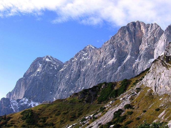 Foto: Andreas Koller / Wander Tour / Hoher Dachstein und Windlegerscharte (2996 m) / Letzter Blick auf die Dachstein Südwände und die Dachstein Südwandhütte / 01.10.2007 19:24:15