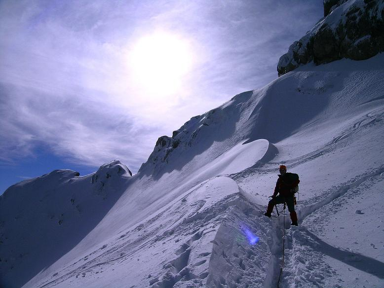 Foto: Andreas Koller / Wander Tour / Hoher Dachstein und Windlegerscharte (2996 m) / Bei der Randkluft / 01.10.2007 19:40:02