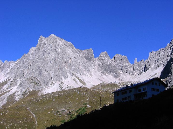 Foto: Andreas Koller / Klettersteig Tour / Steinsee Klettersteig (2650 m) / Die Steinseehütte mit der Steinkarspitze / 09.10.2007 01:53:35