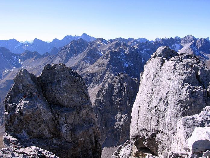 Foto: Andreas Koller / Klettersteig Tour / Steinsee Klettersteig (2650 m) / Gipfelblick von der Steinkarspitze nach W zur Parseierspitze (3036 m) / 09.10.2007 01:47:14