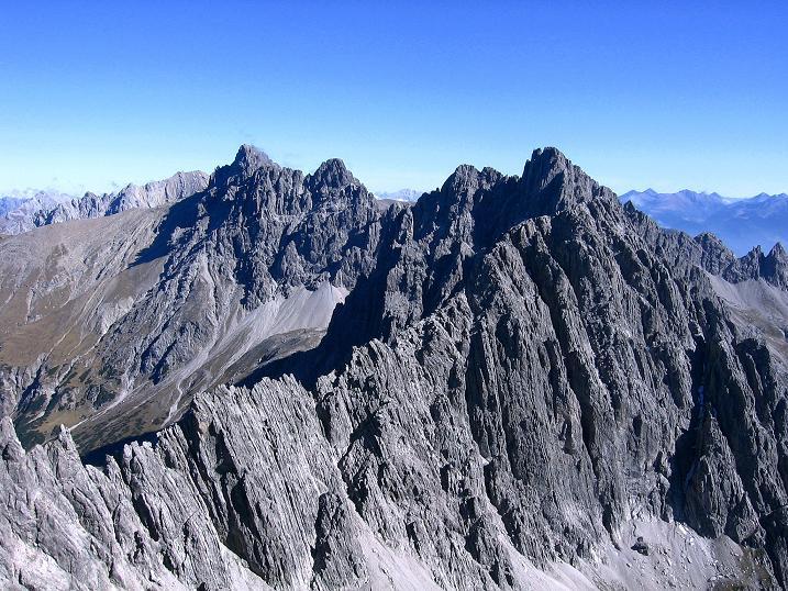 Foto: Andreas Koller / Klettersteig Tour / Steinsee Klettersteig (2650 m) / Blick von der Steinkarspitze nach O zur Dremelspitze (2733 m) / 09.10.2007 01:46:23
