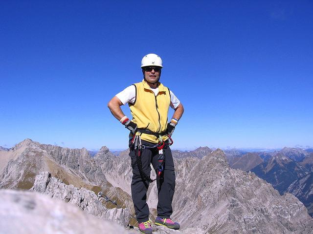 Foto: Andreas Koller / Klettersteig Tour / Steinsee Klettersteig (2650 m) / Rast beim Klettersteigkreuz / 09.10.2007 01:45:35
