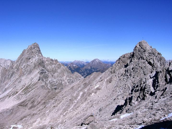 Foto: Andreas Koller / Klettersteig Tour / Steinsee Klettersteig (2650 m) / Blick im Abstieg auf die Parzinnspitze (2613 m) / 09.10.2007 01:42:03