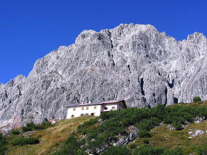 Foto: Andreas Koller / Klettersteig Tour / Steinsee Klettersteig (2650 m) / Die Steinseehütte vor der Schneekarlespitze (2641 m) / 09.10.2007 01:38:10