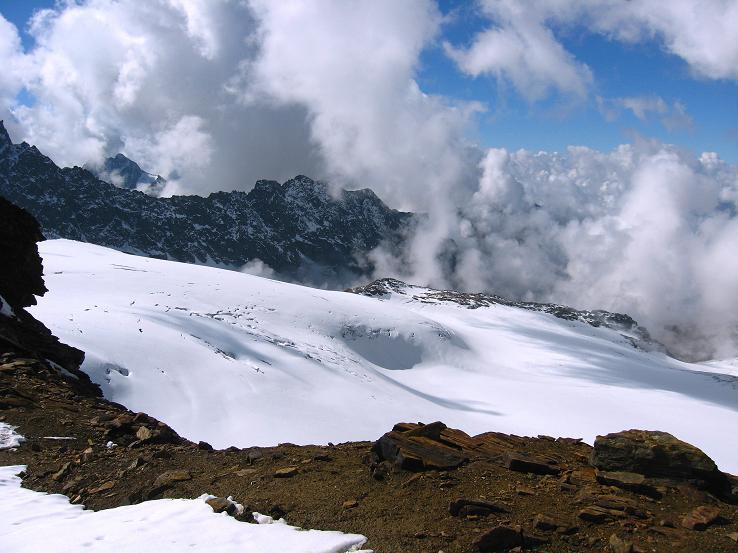 Foto: Andreas Koller / Wander Tour / Grattour vom Silvrettahorn zur Schneeglocke (3244 m) / Blick von der Egghornlücke nach SW zum Silvrettagletscher auf Schweizer Staatsgebiet / 12.10.2007 00:28:06