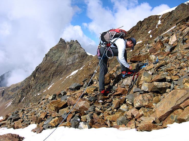 Foto: Andreas Koller / Wander Tour / Grattour vom Silvrettahorn zur Schneeglocke (3244 m) / Ansatz des S-Grates aufs Silvrettahorn in der Egghornlücke / 12.10.2007 00:27:35