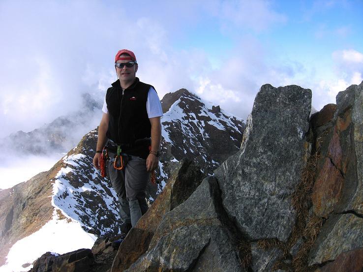 Foto: Andreas Koller / Wander Tour / Grattour vom Silvrettahorn zur Schneeglocke (3244 m) / Am Silvrettahorn / 12.10.2007 00:24:12