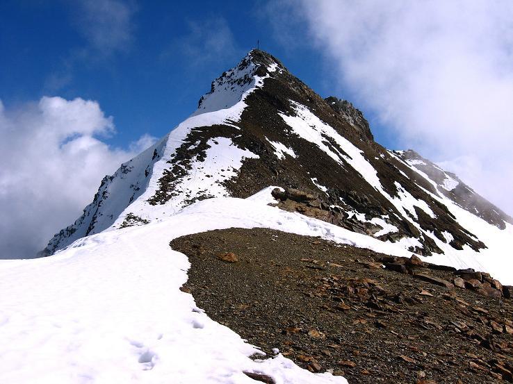 Foto: Andreas Koller / Wander Tour / Grattour vom Silvrettahorn zur Schneeglocke (3244 m) / Der N-Grat des Silvrettahorns (= Abstiegsroute) / 12.10.2007 00:22:54