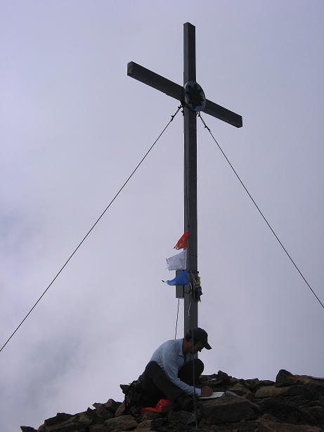 Foto: Andreas Koller / Wander Tour / Grattour vom Silvrettahorn zur Schneeglocke (3244 m) / Gipfelkreuz auf der Schneeglocke / 12.10.2007 00:21:23