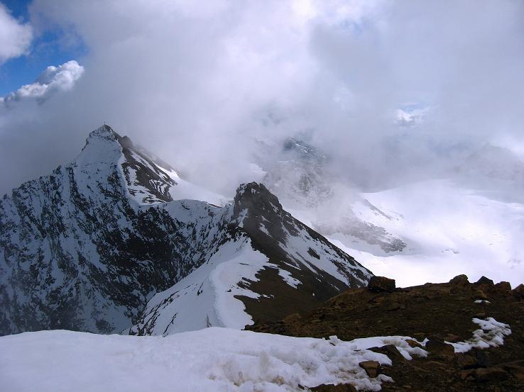 Foto: Andreas Koller / Wander Tour / Grattour vom Silvrettahorn zur Schneeglocke (3244 m) / Silvrettahorn, der Verbindungsgrat zur Schneeglocke und Silvrettagletscher / 12.10.2007 00:20:25
