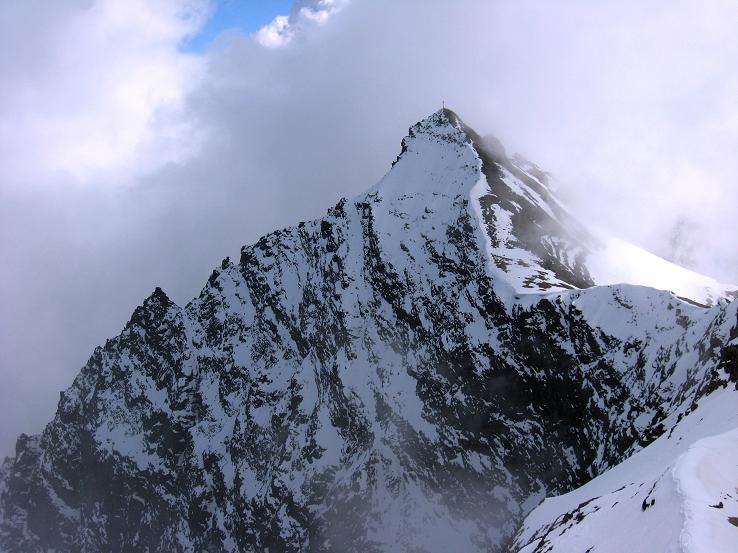 Foto: Andreas Koller / Wander Tour / Grattour vom Silvrettahorn zur Schneeglocke (3244 m) / Das mächtige Silvrettahorn von der Schneeglocke gesehen / 12.10.2007 00:19:53