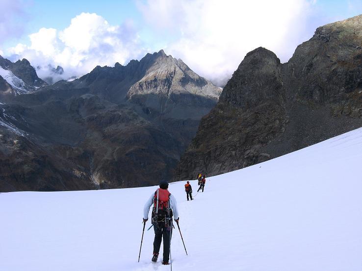 Foto: Andreas Koller / Wander Tour / Grattour vom Silvrettahorn zur Schneeglocke (3244 m) / Abstieg am Klostertaler Gletscher / 12.10.2007 00:19:26