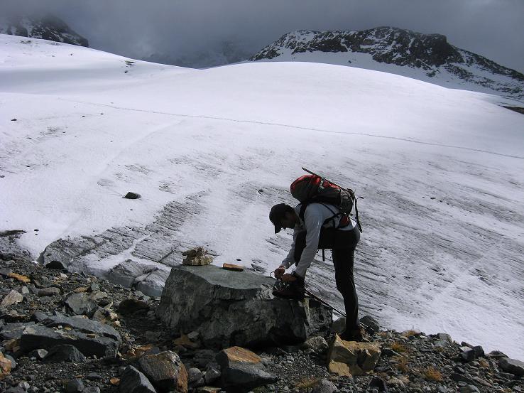 Foto: Andreas Koller / Wander Tour / Grattour vom Silvrettahorn zur Schneeglocke (3244 m) / Die Zunge des Klostertaler Gletschers / 12.10.2007 00:18:52