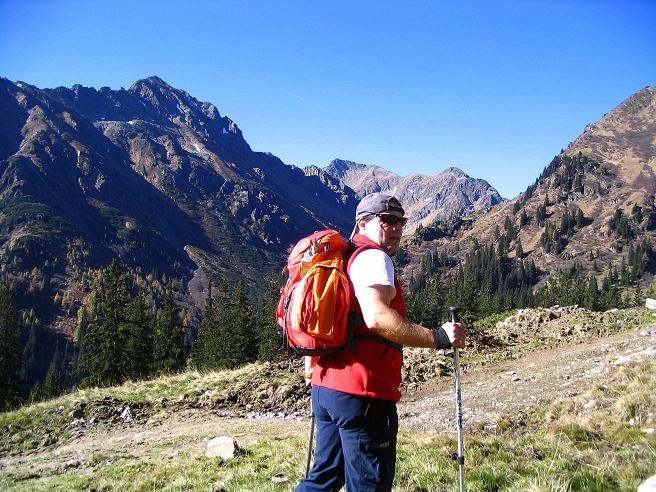 Foto: Andreas Koller / Wander Tour / Aus dem Schöttlgraben auf den Hohenwart (2363 m) / Bei der Pemlerhütte mit Blick auf die Hochweberspitze (2375 m) / 17.10.2007 02:28:49