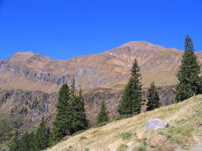 Foto: Andreas Koller / Wander Tour / Aus dem Schöttlgraben auf den Hohenwart (2363 m) / Der Hohenwart mit dem Abstiegsgrat nach W (am Foto nach links)  / 17.10.2007 02:28:00