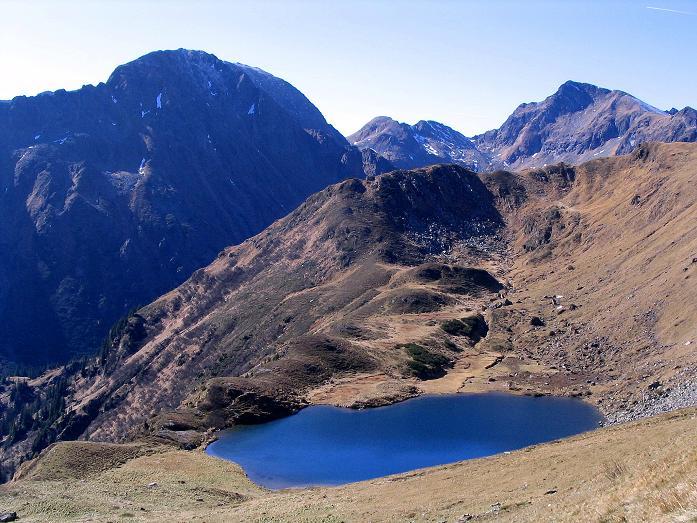 Foto: Andreas Koller / Wander Tour / Aus dem Schöttlgraben auf den Hohenwart (2363 m) / Der Fischsee schmiegt sich harmonisch in die Landschaft / 17.10.2007 02:26:57