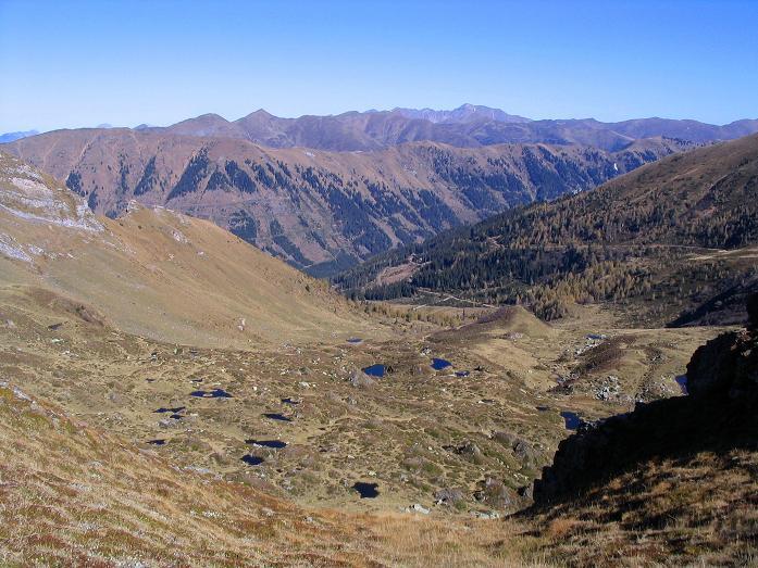 Foto: Andreas Koller / Wander Tour / Aus dem Schöttlgraben auf den Hohenwart (2363 m) / Blick vom Pölseck Joch nach N / 17.10.2007 02:26:27