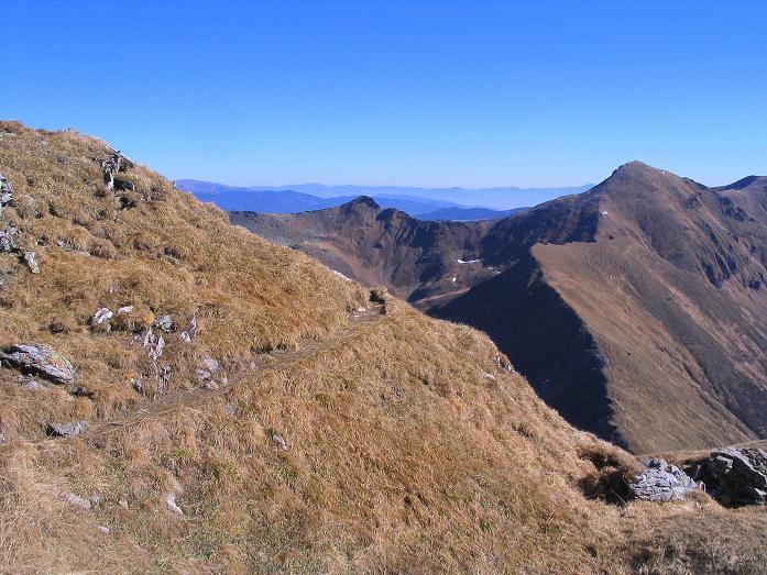 Foto: Andreas Koller / Wander Tour / Aus dem Schöttlgraben auf den Hohenwart (2363 m) / Der Steig mit Großem Hansl (2315 m) im Hintergrund / 17.10.2007 02:25:28