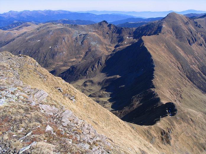 Foto: Andreas Koller / Wander Tour / Aus dem Schöttlgraben auf den Hohenwart (2363 m) / Tiefblick in das Pölseck Joch / 17.10.2007 02:24:51