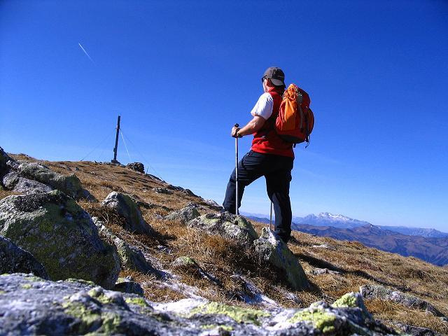 Foto: Andreas Koller / Wander Tour / Aus dem Schöttlgraben auf den Hohenwart (2363 m) / Das Gipfelkreuz ist schon in Sicht / 17.10.2007 02:24:20
