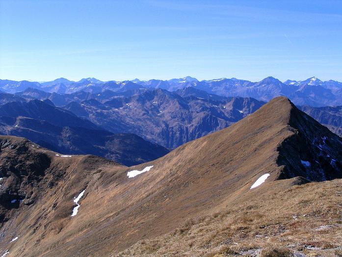 Foto: Andreas Koller / Wander Tour / Aus dem Schöttlgraben auf den Hohenwart (2363 m) / Im Vordergrund die Eiskarspitze, im Hintergrund die Schladminger Tauern / 17.10.2007 02:22:38