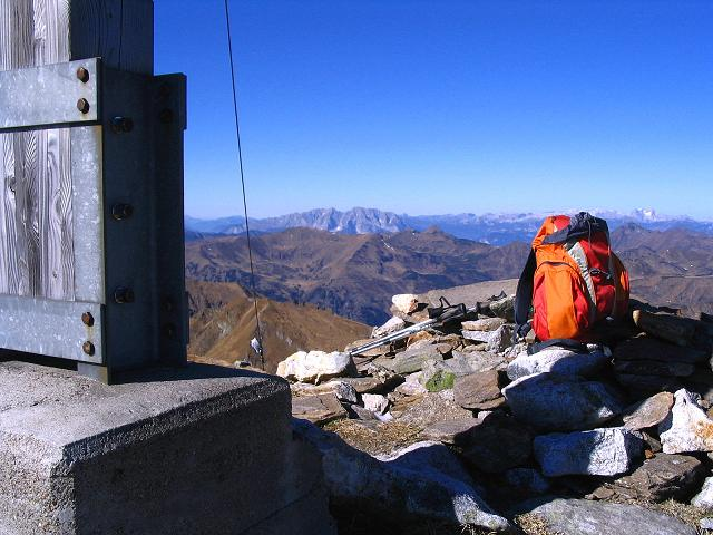Foto: Andreas Koller / Wander Tour / Aus dem Schöttlgraben auf den Hohenwart (2363 m) / Rast am Hohenwart mit Blick auf den Grimming (2351 m) und das Tote Gebirge / 17.10.2007 02:21:44