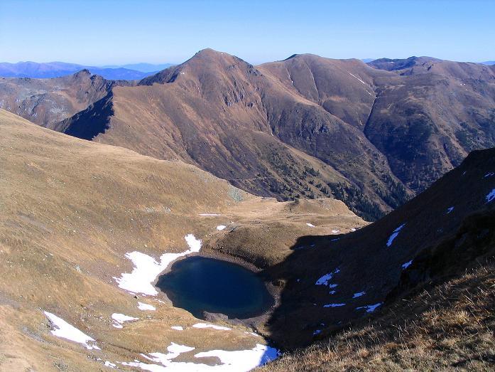 Foto: Andreas Koller / Wander Tour / Aus dem Schöttlgraben auf den Hohenwart (2363 m) / Blick über den Wildsee zum Großen Hansl (2315 m) / 17.10.2007 02:20:35