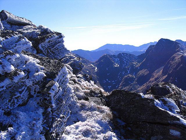 Foto: Andreas Koller / Wander Tour / Aus dem Schöttlgraben auf den Hohenwart (2363 m) / Eisblumen am Grat zum Glattjoch / 17.10.2007 02:18:40