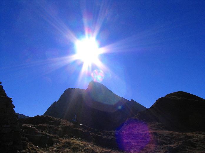 Foto: Andreas Koller / Wander Tour / Aus dem Schöttlgraben auf den Hohenwart (2363 m) / Die Hochweberspitze (2375 m) im Gegenlicht / 17.10.2007 02:17:46