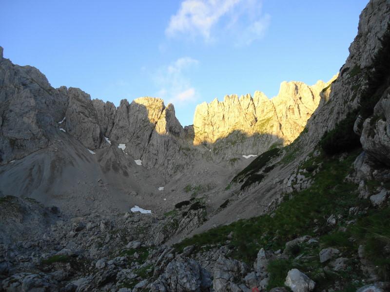 Foto: Günter Siegl / Wander Tour / Über den Gildensteig ins Kleine Törl / Törl in Bildmitte (Aufnahme vom Griesner Kar von der anderen Seite) / 10.08.2016 21:34:51