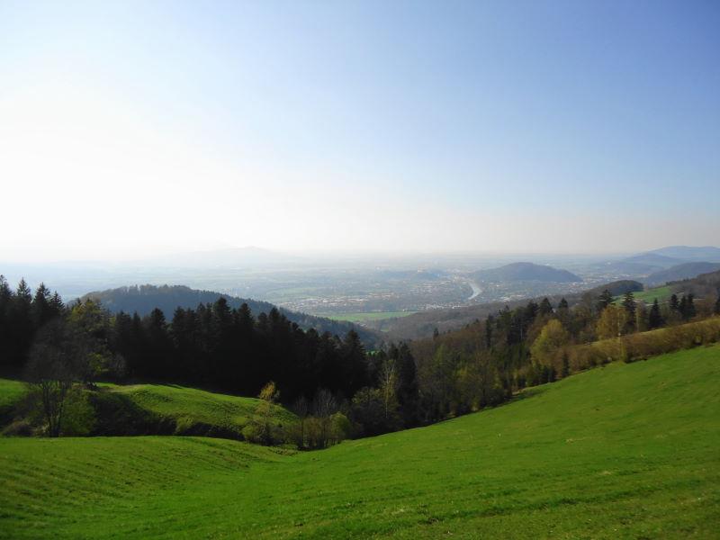 Foto: Günter Siegl / Wander Tour / Über den Hengstberg auf den Mühlstein / Blick nach Salzburg / 04.05.2017 20:37:24