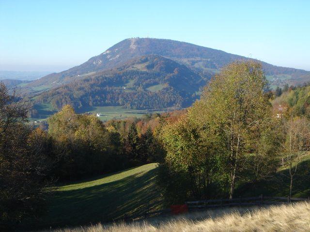 Foto: Manfred Karl / Wander Tour / Über den Hengstberg auf den Mühlstein / Ausblick von der Erentrudisalm, im Hintergrund der Gaisberg / 23.10.2007 19:09:06