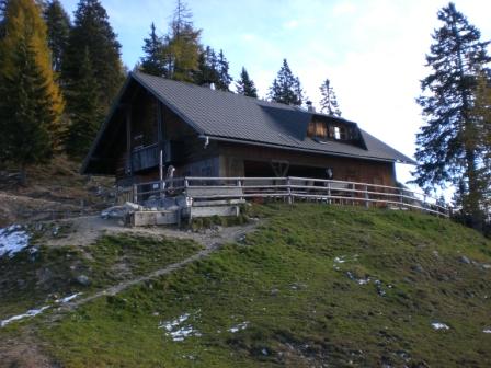 Foto: dobratsch11 / Wander Tour / Kobesnock / Die Jagdhütte auf der Wertschacher Alm. / 23.10.2007 20:53:35