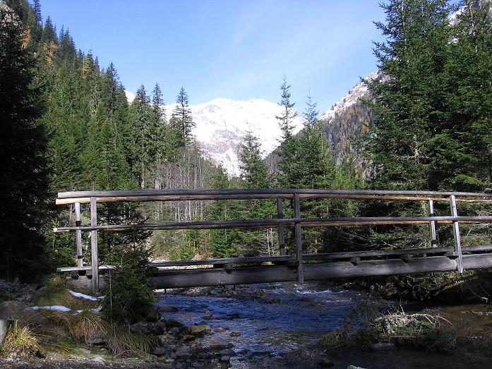 Foto: Andreas Koller / Wander Tour / Lanschitzseen und Hasenhöhe (2446 m) / Holzbrücke über den Lessach Bach / 30.10.2007 04:44:37