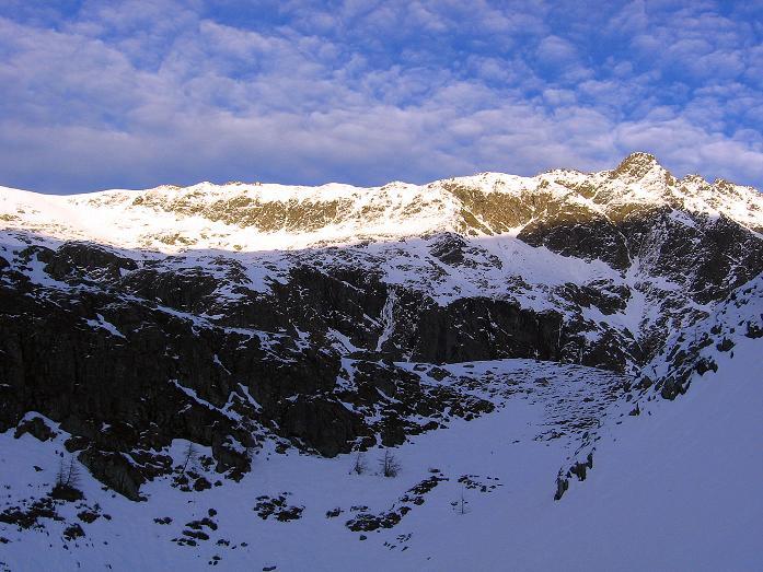 Foto: Andreas Koller / Wander Tour / Lanschitzseen und Hasenhöhe (2446 m) / Letzter Blick auf den lang gezogenen Grat von der Hasenhöhe zum Bockleiteck (2525 m) / 30.10.2007 04:31:33