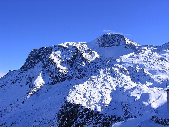 Foto: Andreas Koller / Ski Tour / Tuxer Eingehtour auf zwei Dreitausender (3288 m) / Der Hohe Riffler (3231 m) vom Tuxer Ferner Haus / 03.11.2007 22:33:50