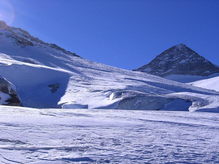 Foto: Andreas Koller / Ski Tour / Tuxer Eingehtour auf zwei Dreitausender (3288 m) / Gletscherspalten und Olperer (3476 m) / 03.11.2007 22:32:28