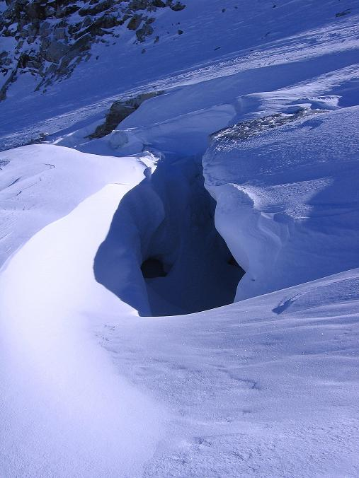 Foto: Andreas Koller / Ski Tour / Tuxer Eingehtour auf zwei Dreitausender (3288 m) / Gletscherspalten am Tuxer Ferner / 03.11.2007 22:32:11