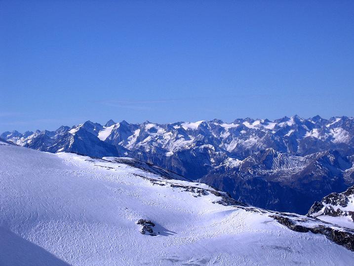 Foto: Andreas Koller / Ski Tour / Tuxer Eingehtour auf zwei Dreitausender (3288 m) / Blick nach W in die Stubaier Alpen / 03.11.2007 22:31:06