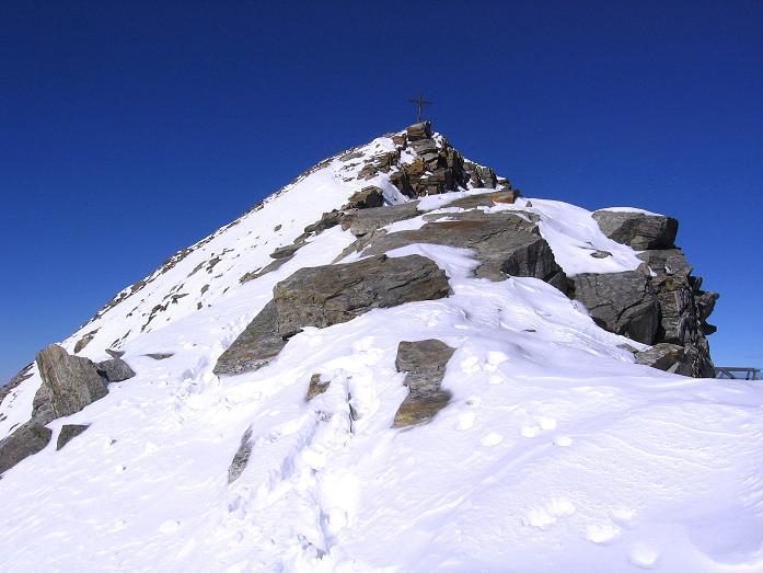 Foto: Andreas Koller / Ski Tour / Tuxer Eingehtour auf zwei Dreitausender (3288 m) / Die letzten Meter am S-Grat / 03.11.2007 22:29:19